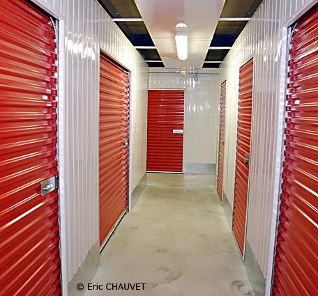 communiqu homebox location de box de rangement s 39 implante la rochelle. Black Bedroom Furniture Sets. Home Design Ideas